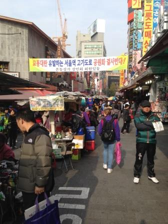 A crowded weekend morning on Namdaemum Market